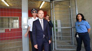 Jean-Jacques Urvoas le 1er septembre 2016 en visite à la prison de Béziers (SYLVAIN THOMAS / AFP)