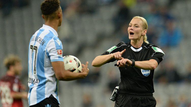 Bibiana Steinhaus lors du match TSV 1860 Munich - FC Kaiserslautern en novembre dernier. (ANDREAS GEBERT / DPA)