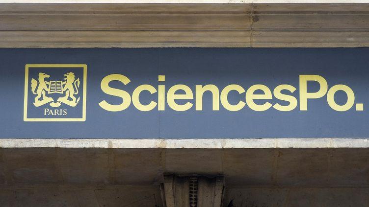 Un détail de la façade de Sciences Po Paris, dans le 6e arrondissement de la capitale. (DANIEL THIERRY / PHOTONONSTOP / AFP)