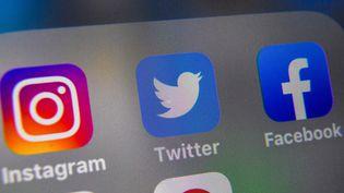 Les réseaux sociaux font le ménage, illustration. (DENIS CHARLET / AFP)