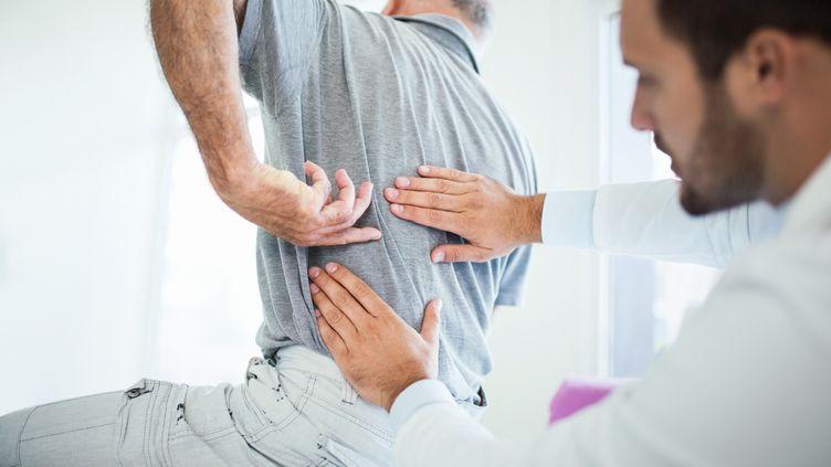 Le nerf sciatique peut provoquer de sérieuses douleurs s'il est écrasé, mais attention à la chirurgie trop rapide. (Illustration) (GILAXIA / E+ / GETTY IMAGES)