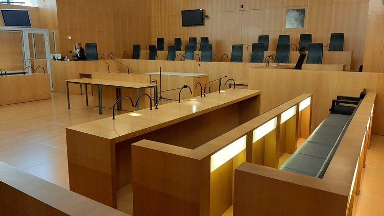 La salle Alexis de Tocquevilleau Palais Gambetta à Caen (Calvados) a accueilli la première affaire jugée en cour criminelle en France, le 5 septembre 2019. (MARCELLIN ROBINE / FRANCE-BLEU BASSE-NORMANDIE)