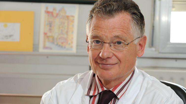 Le professeur Francois Bricaire, chef du service infectiologie de l'hôpital de la Pitié Salpêtrière à Paris, en 2009. (MAXPPP)