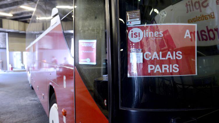 Un car de la compagnie Isilines arrive à Paris depuis Calais, le 12 août 2015. (HUGO MATHY / AFP)