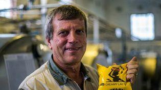 Deon Theron dans son usine de traitement du lait, le 27 novembre 2017 à Beatrice, au Zimbabwe. Expulsé de sa ferme en 2008, ce Zimbabwéen pense qu'il ne récupèrera jamais ses terres. Mais il croit que le nouveau gouvernement pourrait encourager les fermiers blancs à jouer un rôle dans la relance du secteur agricole clé du pays.