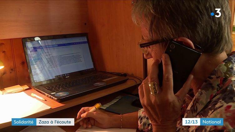 """La pandémie plombe le moral de nombreux Français. C'est pourquoi Isabelle Murat, ou """"Zaza"""", une femme au grand coeur basée près de Périgueux (Dordogne), a lancé son service d'écoute gratuit, offert à ceux qui en ont besoin. (France 3)"""