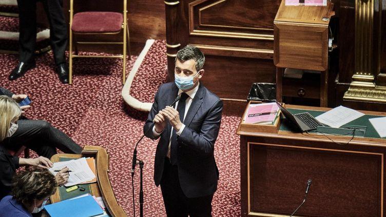 Le ministre de l'Intérieur, Gérald Darmanin, au Sénat, lors des questions au gouvernement, le 10 mars 2021. (ANTONIN BURAT / HANS LUCAS / AFP)