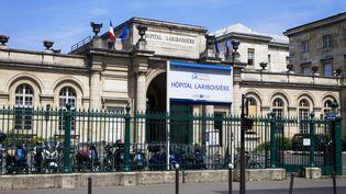 La façade de l'hôpital Lariboisière, dans le 10e arrondissement de Paris. (IMAGE POINT FR / BSIP / AFP)