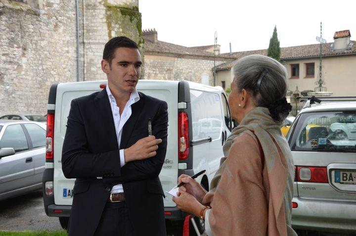 Etienne Bousquet-Cassagne et Hélène Collet, responsable du FN à Agen, le 19 juin à Monflanquin (Lot-et-Garonne). (THOMAS BAIETTO / FRANCETV INFO)