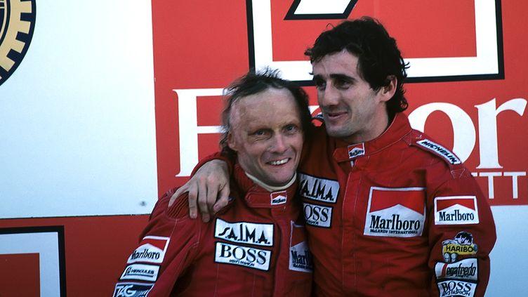 Niki Lauda et Alain Prost au GP du Portugal à Estoril, en octobre 1984. (PAUL-HENRI CAHIER / HULTON ARCHIVE / GETTY IMAGES)