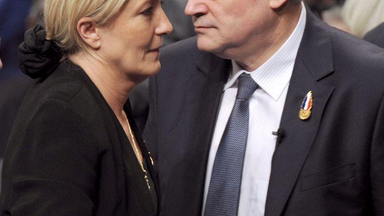 Marine Le Pen et Bruno Gollnisch en janvier 2011 à Tours, lors de la victoire de la fille de Jean-Marie Le Pen contre Gollnisch, aux élections internes du Front national. (ALAIN JOCARD / AFP)