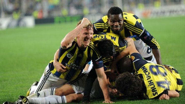 Les joueurs de Fenerbahçe (BULENT KILIC / AFP)