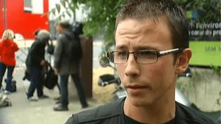 """Après l'attaque d'un centre commercial par des malfaiteurs armés, lundi 13 juillet, à Villeneuve-la-Garenne (Hauts-de-Seine), un témoin de la scène décrit des hommes """"très calmes"""", au micro de France 2. ( FRANCE 2 / FRANCETV INFO)"""