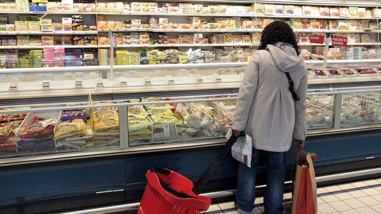 Selon l'Anses, 80% des Français mangent régulièrement des aliments crus. (JEAN-PIERRE MULLER / AFP)