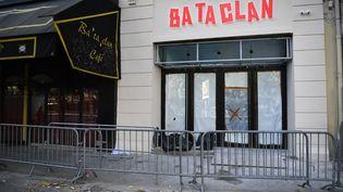 La nouvelle enseigne du Bataclan, le 27 octobre 2016 à Paris. (MARTIN BUREAU / AFP)
