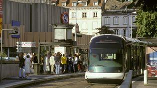 Le tramway de Strasbourg (Bas-Rhin), en janvier 2013. (BARBERON-ANA / ONLY FRANCE / AFP)