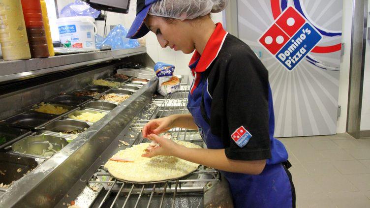 Une cuisine d'un Domino's pizza de Mulhouse (Haut-Rhin), le 5 novembre 2012. (  MAXPPP)