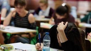 Des lycéens passent l'épreuve de philosophie du baccalauréat à Strasbourg, le 15 juin 2017. (FREDERICK FLORIN / AFP)
