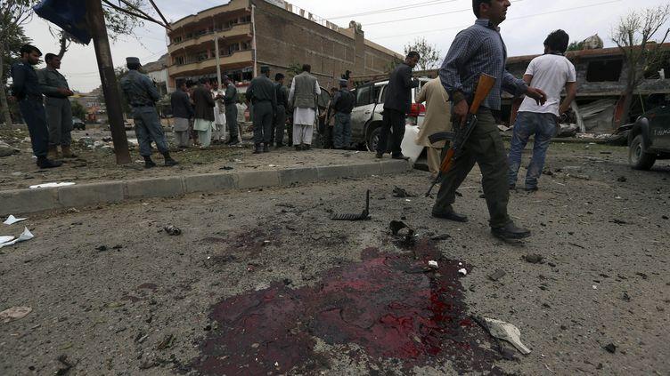 Sur les lieux de l'attentat,à Kaboul (Afghanistan), le 6 juin 2014. (OMAR SOBHANI / REUTERS)