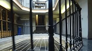 """La """"police des polices"""" a mené une perquisition au """"36, quai des Orfèvres"""", à Paris, jeudi 31 juillet 2014. ( FRANCE 2 / FRANCETV INFO)"""