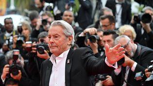 Alain Delon reçoit sa Palme d'or d'honneur le 19 mai à Cannes. (ALBERTO PIZZOLI / AFP)