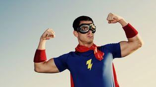 illustration : un homme qui se prend paour un super-heros (ANDREW RICH / GETTY IMAGES)