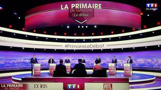 Les sept candidats à la primaire de la gauche face aux journalistes, le 12 janvier 2016. (ALEXANDRE MARCHI / MAXPPP)