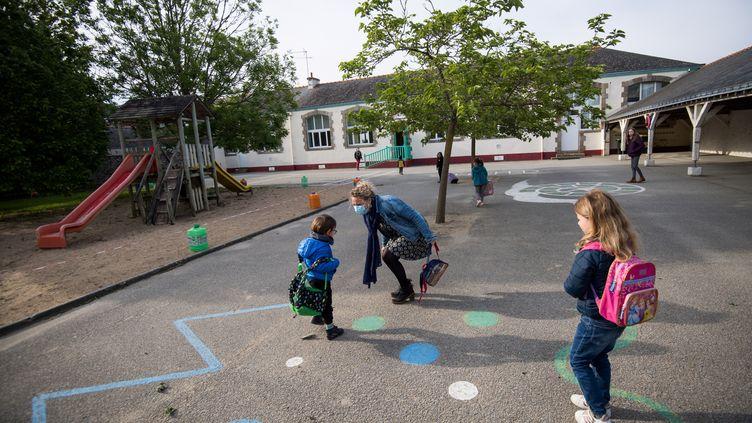 Une cour d'école sur l'île de Groix (Morbihan). (LOIC VENANCE / AFP)