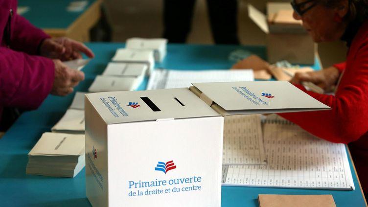 Un bureau de vote de la primaire à droite à Cannes (Alpes-Maritimes), le 20 novembre 2016. (MAXPPP)