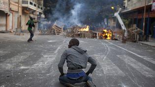 Affrontements entre des opposants à Abdoulaye Wade et les forces de l'ordre le 17 février 2012 à Dakar, au Sénégal. (REUTERS)