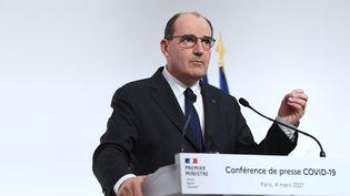 Jean Castex lors d'une conférence de presse, à Paris, le 4 mars 2021. (ALAIN JOCARD / AFP)