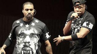 """Kanye West et Jay-Z sur la tournée """"Watch The Throne"""".  (Julio Cortez/AP/SIPA)"""