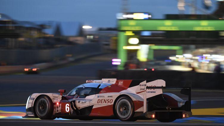 La Toyota TS050 N.6 bien placée pour la victoire (JEAN-FRANCOIS MONIER / AFP)