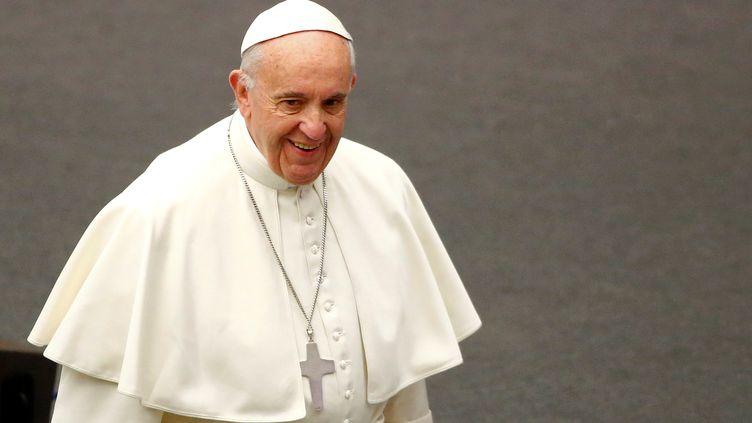 Né le17décembre1936àBuenos Aires, enArgentine, le pape François a 80 ans samedi. Photo prise le 14 décembre 2016 au Vatican (TONY GENTILE / REUTERS)