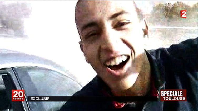 Capture d'écran d'une vidéo de France 2 montrant Mohamed Merah. Deux nouvelles arrestations ont eu lieu, le 9 juillet 2013. (FRANCE 2 / AFP)