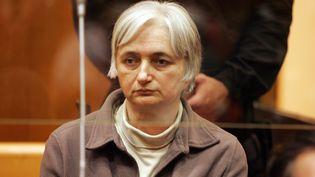 Monique Olivier, l'ex-épouse de Michel Fourniret, devant la cour d'assises de Charleville-Mézières (Ardennes), le 29 mai 2008. (FRANCOIS NASCIMBENI / AFP)