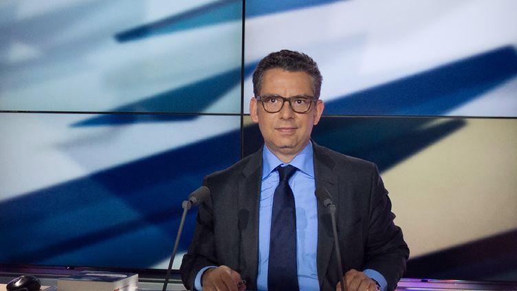 Le journaliste de LCPFrederic Haziza, le 14 mai 2013, lors de l'enregistrement d'une émission. (MARTIN BUREAU / AFP)