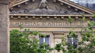 Plusieurs infirmières ont fait des malaises à l'hôpital Saint-Antoine, à Paris. (BENJAMIN GAVAUDO / AFP)