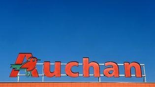 Un supermarché Auchan à Toulouse (Haute-Garonne), le 28 novembre 2013. (REMY GABALDA / AFP)