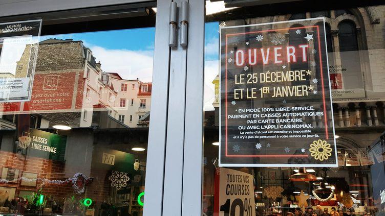 La devanture d'un magasin Casino dans le XVIe arrondissement de Paris, le 25 décembre 2019. (BENJAMIN  ILLY / FRANCE-INFO)