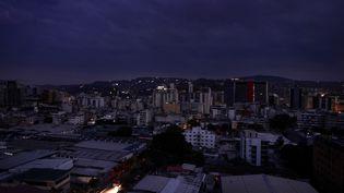 Une panne d'électricité a frappé Caracas, le 7 mars 2019. (MATIAS DELACROIX / AFP)