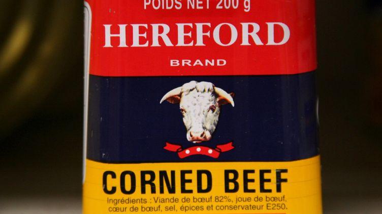 Le cabinet du ministredélégué à la Consommation a confirmé, le 8 mars 2013, la présencede viande chevaline dans ducorned-beef de marque Hereford. (MAXPPP)
