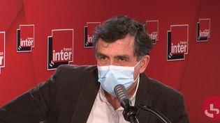 Le professeur Arnaud Fontanet, épidémiologiste à l'Institut Pasteur, membre du Conseil scientifique, sur France Inter le 22 janvier 2021. (FRANCEINTER / RADIOFRANCE)