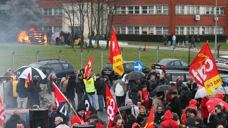 (Dix anciens salariés de Goodyear à Amiens-Nord en garde à vue après l'occupation de l'usine, ici il y a un an © MaxPPP)