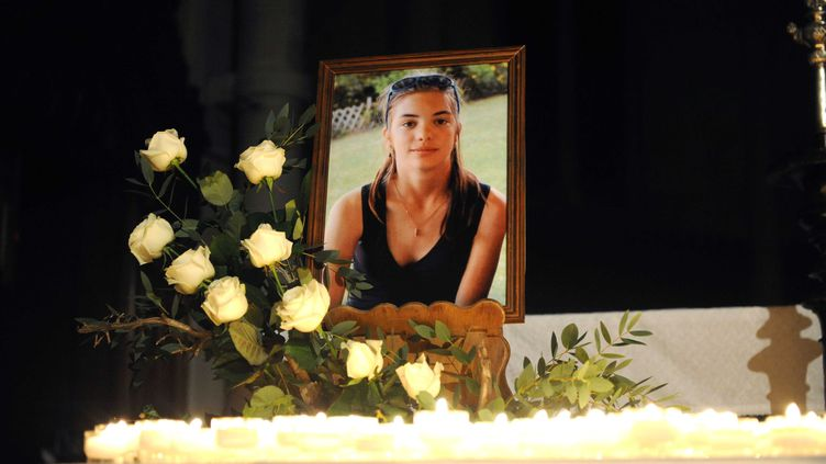 Veillée de prière en hommage à Laëtitia Perrais, le 1er février 2011, à LaBernerie-en-Retz (Loire-Atlantique). (SALOM-GOMIS SEBASTIEN / SIPA)