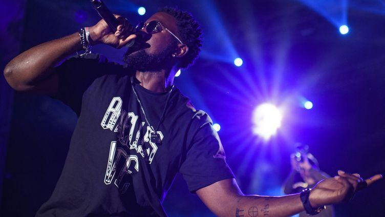 Le rappeur belge Damso sur scène en juillet 2017.  (Gian Ehrenzeller/EPA/Newscom/MaxPPP)