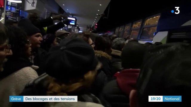 Grèves : des blocages et des tensions dans les transports