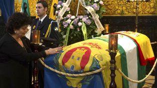 A Algeciras, on vient saluer la dépouille de Paco de Lucia, installée à la mairie(1er mars 2014)  (Marco Moreno / AFP)