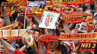 Des supporters du RC Lens avant un match au stade Felix Bollaert (Pas-de-Calais), le 12 avril 2014. (EDDY LEMAISTRE / DPPI MEDIA / AFP)