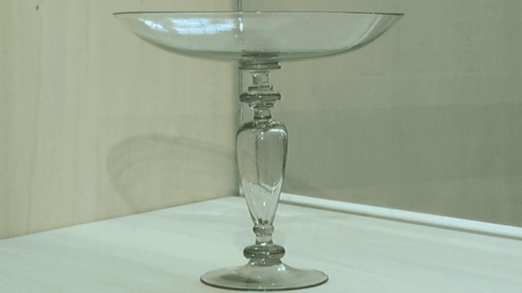 Coupe de verre issue de la collection du Mesnil  (France3 / Culturebox)